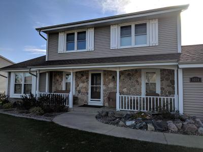 Mukwonago Single Family Home For Sale: 1221 Williams Dr