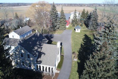 Ozaukee County Single Family Home For Sale: 8812 W Donges Bay Rd