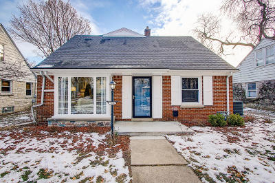 Milwaukee Single Family Home For Sale: 2916 N 82nd St