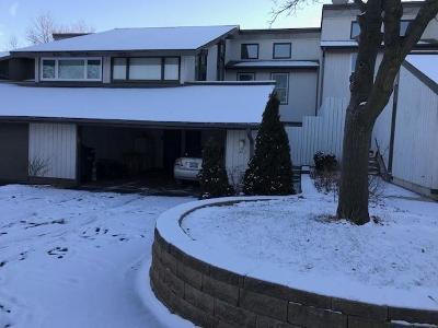 Mequon Condo/Townhouse For Sale: 1230 W Baldwin Ct