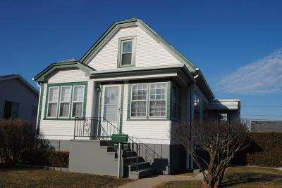 South Milwaukee WI Single Family Home Active Contingent With Offer: $129,900