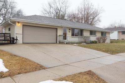 Waukesha Single Family Home Active Contingent With Offer: 1214 Magnolia Dr