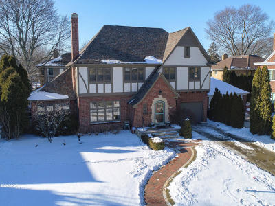 Milwaukee County Single Family Home Active Contingent With Offer: 4481 N Maryland Ave