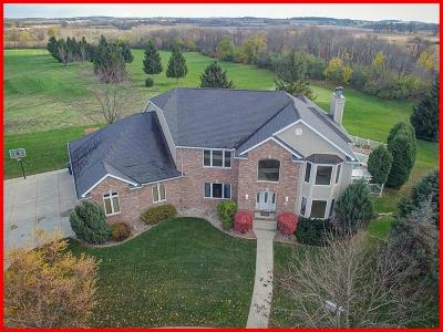 Lake Mills Single Family Home Active Contingent With Offer: 1130 Fairway Ct