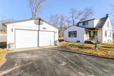 Pell Lake Single Family Home Active Contingent With Offer: N1377 Moss Dr