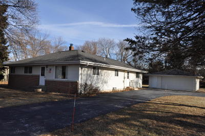 Waukesha Single Family Home For Sale: 210 Kossow Rd
