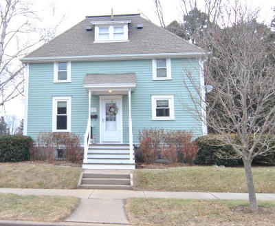 Grafton Single Family Home Active Contingent With Offer: 1002 Maple St