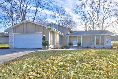 Waukesha Single Family Home Active Contingent With Offer: 2315 Napa Tr