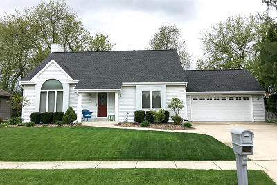 Single Family Home Active Contingent With Offer: 1292 Blue Dahlia Rd
