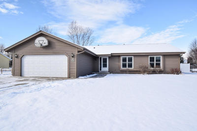 Muskego Single Family Home For Sale: W172s8131 Lannon Dr