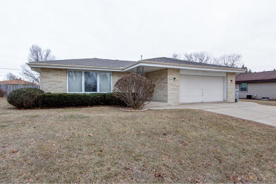 Milwaukee Single Family Home For Sale: 5244 S 25th St