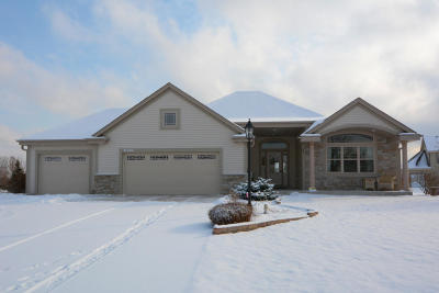 Pewaukee Single Family Home Active Contingent With Offer: N42w22657 Brighton Ct