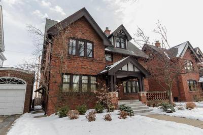 Milwaukee Single Family Home For Sale: 2542 N Terrace Ave