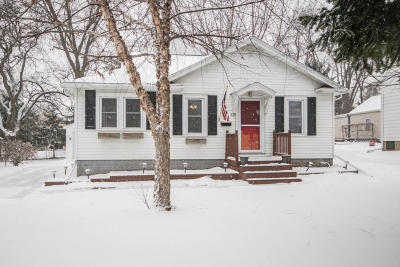 Waukesha Single Family Home For Sale: 812 N Grandview Blvd