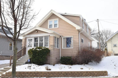 Milwaukee Single Family Home For Sale: 2779 S Delaware Ave