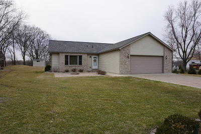 Fort Atkinson WI Single Family Home Active Contingent With Offer: $248,000
