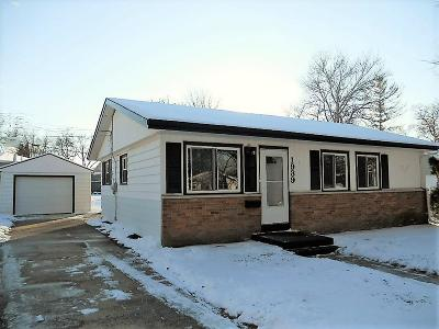 Waukesha Single Family Home For Sale: 1939 Sherryl Ln