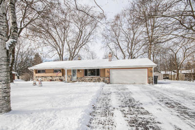 Single Family Home Active Contingent With Offer: W124s6519 Hawthorne Rd