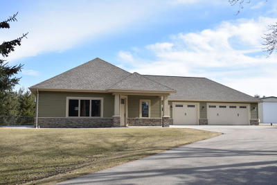 Single Family Home For Sale: N79w24529 Plainview Rd