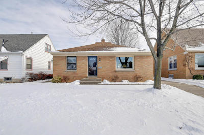 Milwaukee Single Family Home For Sale: 3708 S 21st St.