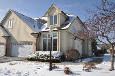 Waukesha Condo/Townhouse For Sale: 428 Meadowdale Dr