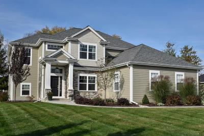 Mequon Single Family Home For Sale: 7213 W River Birch Dr