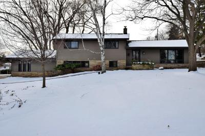 Brookfield Single Family Home Active Contingent With Offer: 13105 Huntington Cir Lower