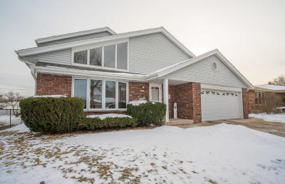Milwaukee Single Family Home For Sale: 5560 S 25th St