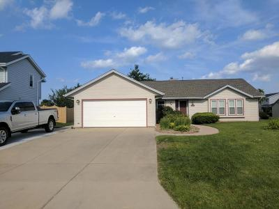 Oak Creek Single Family Home Active Contingent With Offer: 10620 S Peggy Dr