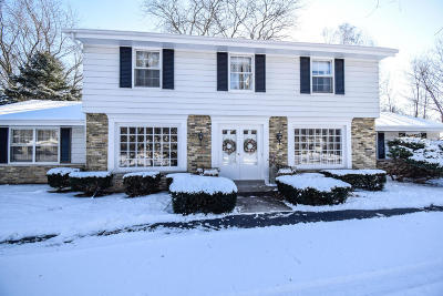 Brookfield Single Family Home Active Contingent With Offer: 18235 W Lamplighter Ln
