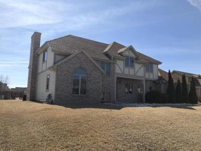 Milwaukee Single Family Home For Sale: 11121 W Heritage Dr