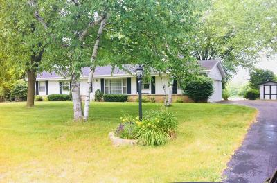 Ozaukee County Single Family Home Active Contingent With Offer: 2160 Ridgewood Rd
