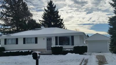 Ozaukee County Single Family Home Active Contingent With Offer: 1537 Scott Rd