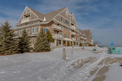 Racine Condo/Townhouse Active Contingent With Offer: 4 Gaslight Dr #305