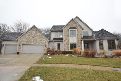 Greendale Single Family Home Active Contingent With Offer: 8322 Woodgate Ct