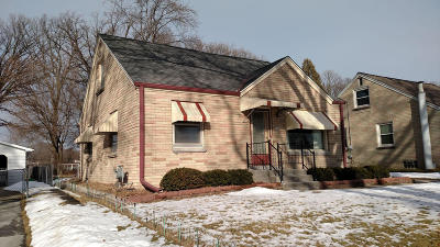 Milwaukee Single Family Home For Sale: 206 W Allerton Ave