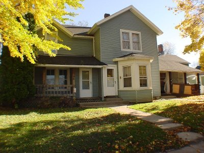Pewaukee Single Family Home For Sale: 146 Ormsby St
