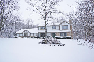 Delafield Single Family Home Active Contingent With Offer: W315s1250 Glacier Pass