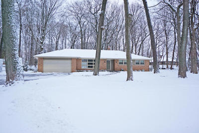 Brookfield Single Family Home Active Contingent With Offer: 19555 Warwick Dr