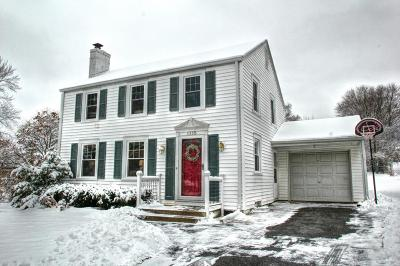 Brookfield Single Family Home Active Contingent With Offer: 1315 Post Rd