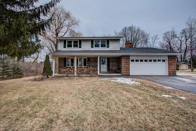 Ozaukee County Single Family Home Active Contingent With Offer: 10325 Lawndale Dr