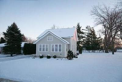 Jackson WI Single Family Home Active Contingent With Offer: $219,900