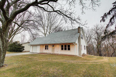 Hartland Single Family Home Active Contingent With Offer: 122 Glenowen Dr