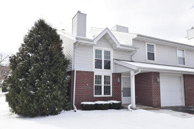 Pewaukee Condo/Townhouse Active Contingent With Offer: 625 Westfield Way #H
