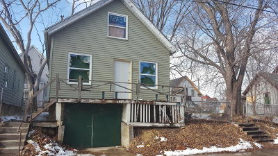 Milwaukee Single Family Home For Sale: 2961 N 11th Ln