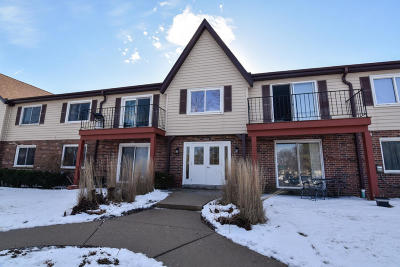 Mequon Condo/Townhouse Active Contingent With Offer: 10640 N Ivy Ct #11