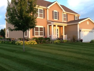 Mukwonago Single Family Home Active Contingent With Offer: 1411 Applewood Cir