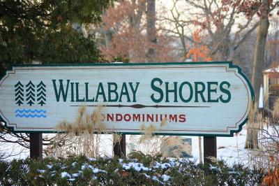 Williams Bay Condo/Townhouse Active Contingent With Offer: 5 Highwood Ct #C