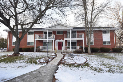 Ozaukee County Multi Family Home Active Contingent With Offer: 210 Williamsburg