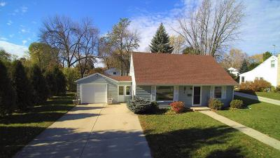Ozaukee County Single Family Home For Sale: W62n339 Hanover Ave